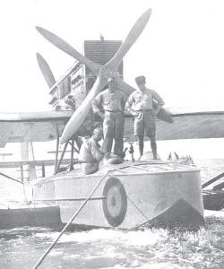 Año 1929: Los Alcázares. El Dornier16 antes de despegar rumbo a Nueva York