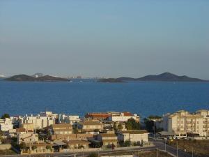 La subida al Carmolí regala inigualables vistas panorámicas. Las islas volcánicas del Mar Menor nos ayudan a imaginarnos la gran actividad volcánica que hubo en la zona hace siete millones de años