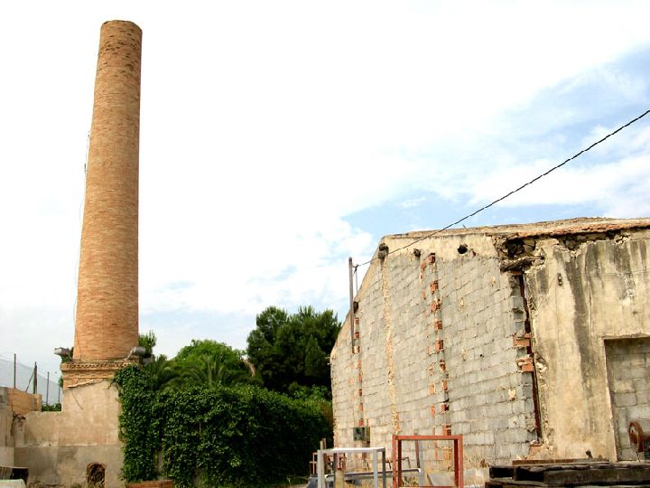 Chimenea de la f brica de tom s cola a arquitectura for Fabrica de chimeneas