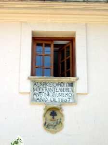 Placa Situada en la Fachada