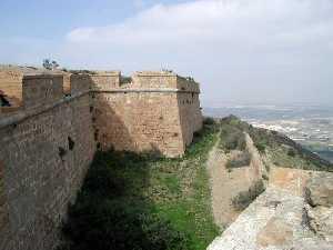 Muros del Fuerte de la Atalaya en Cartagena